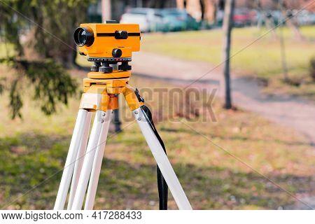 Civil Engineer's Instrument, Theodolite, Equipment For Land Surv. Total Station. Tacheometer. Make M