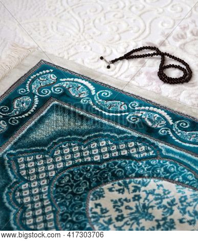 Prayer Rug And Rosary For Worshiping In The Month Of Ramadan,