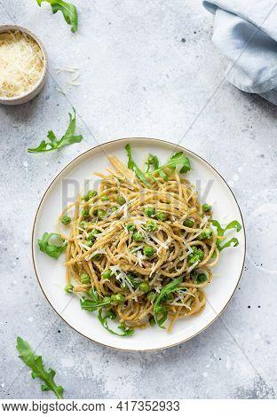Pasta Spaghetti With Green Peas And Avocado