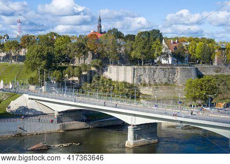 Narva, Estonia - September 27, 2015: Border Bridge Of Friendship Against The Backdrop Of The Citysca
