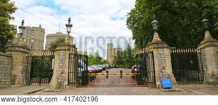 Windsor, Great Britain -may 25, 2016: Windsor Castle, Entrance In Castle Hill At Windsor Castle.