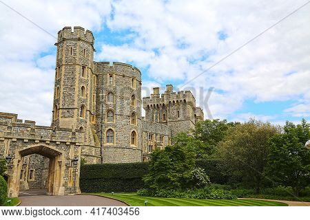 London, Great Britain -may 25, 2016: Windsor Castle, St.george's Gate And King Edward Iii Tower On A