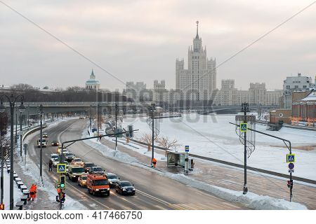 Moscow, Russia - January 17, 2021: View Of The Moskvoretskaya Embankment, Cars And A Skyscraper On K