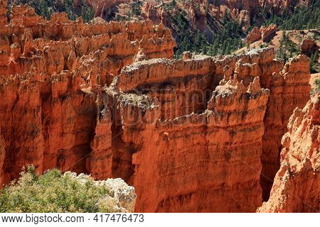 Utah / Usa - August 22, 2015: View Colorful Hoodoo And Rock Formationat Detail At Bryce Point In Bry