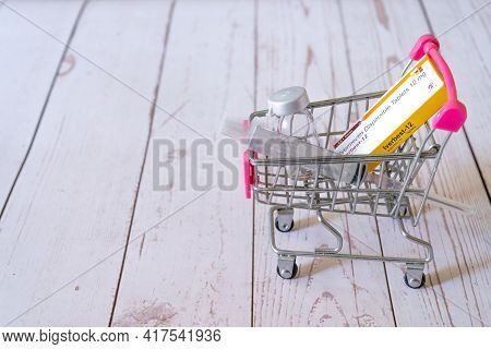 Mini Shopping Cart With A Dose Of Ivermectin Iverbest Tablets With A Syringe And Vial Ampoule Showin