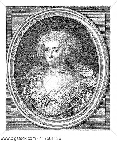 Portrait of Amalia in an oval with edge lettering. In the bottom margin four lines of Latin text.