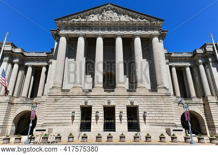 Washington, Dc - Apr 3, 2021: Facade Of The Smithsonian National Museum Of American History In Washi