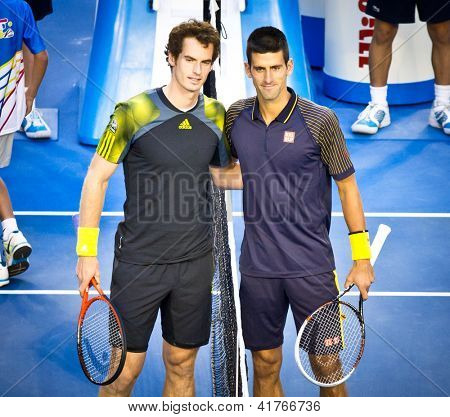 MELBOURNE - 27 janvier : Novak Djokovic (R) de la Serbie avant sa 2013 Australian Open Championship Fi