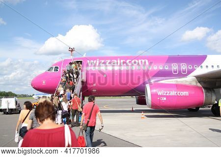 Vilnius, Lietuva, 1.09.2020 - Passengers Board Low Cost Airline Wizz Air Airbus A320 Aircraft At Vil