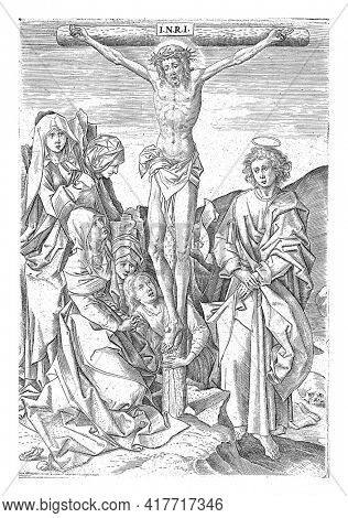 Christ on the cross, flanked by a kneeling Mary on the left and John on the right. Mary Magdalene kneels behind the cross and can be recognized by her long hair.