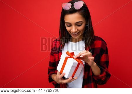 Fascinating Surprised Happy Young Brunet Woman Isolated On Red Background Wall Wearing White Casual