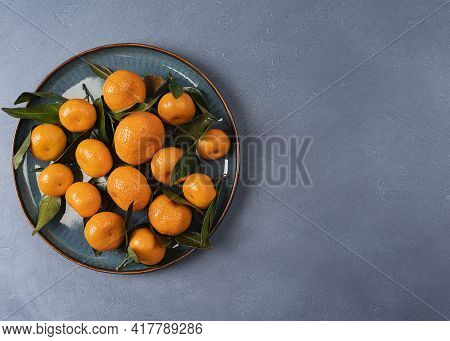 Plate Full Of Tangerines (clementines) With Visible Texture, Oranges (tangerines) On A Plate On A Gr