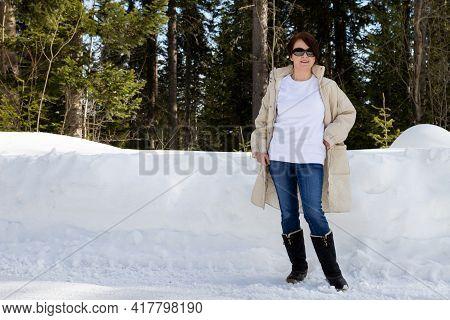 White Sweatshirt Mockup Of A Woman Wearing Black Snow Boots