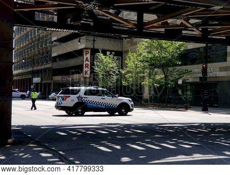 Chicago, Il, Usa - May 18, 2019 - Chicago Police Officer Blocks Street Under L Bridge At The Corner