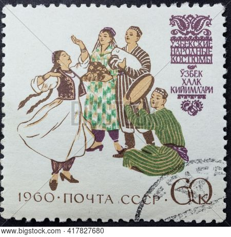 Republic Of Ussr - Circa 1960: Postage Stamp Of 'uzbek Folk Costumes' Printed In Republic Of Ussr. S