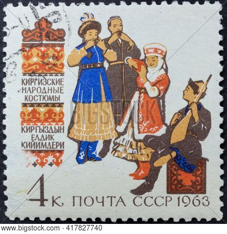 Republic Of Ussr - Circa 1963: Postage Stamp Of 'kyrgyz Folk Costumes' Printed In Republic Of Ussr.