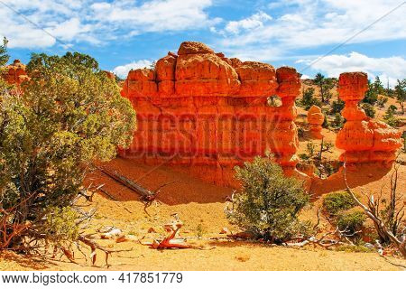 Red Canyon Arches trail in Losee Canyon. Red-brown canyons and outliers are composed of soft sedimentary rocks. USA. The most popular trails in Red Canyon.