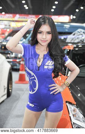 Bangkok-december 10 Pretty At  Motor Expo 2015 On Decrmber10  , 2015  In Bangkok, Thailand
