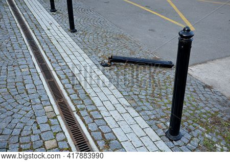 In The Pedestrian Zone, The Entrance Is Regulated By Black Decorative Steel Posts. The Post Can Be T