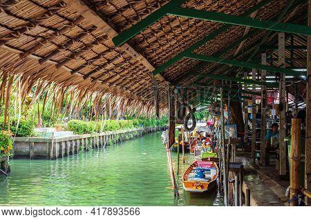 Bangkok/thailand-12/07/2020-unacquainted People With Boat On The Water At Ladmayom Floating Market.k