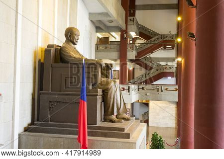 Taipei, Taiwan - Aug 6,2018 : Bronze Statue Of Chiang Kai-shek Inside Chiang Kai-shek Memorial Hall