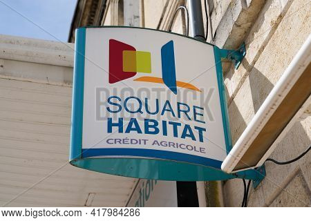 Bordeaux , Aquitaine France - 04 22 2021 : Square Habitat Sign Logo And Brand Text Of Real Estate Ag