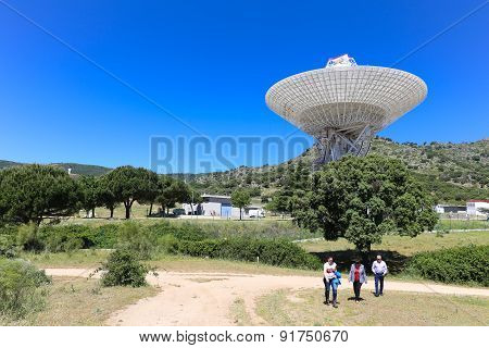 Visitors at the Madrid Deep Space Communications Complex Nasa