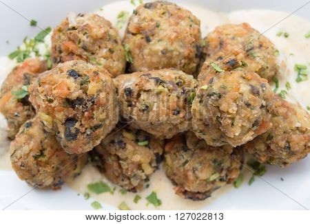 Crisp fried mussel meat balls with vegetables and sauce