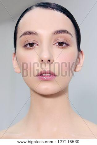 Portrait En Face, Natural Makeup.
