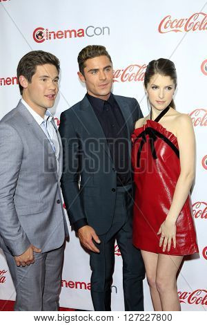 LAS VEGAS - APR 14:  Adam Devine, Zac Efron, Anna Kendrick at the CinemaCon Awards Gala at the Caesars Palace on April 14, 2016 in Las Vegas, CA