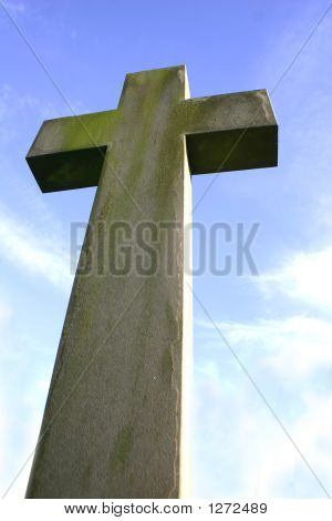 Stein Kruzifix in Einfriedung 2