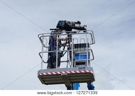 CLACTON-ON-SEA, ESSEX, ENGLAND UK- JUNE 18 2015: cameraman with broadcast camera during TV shooting of the Avive stage cycling race.