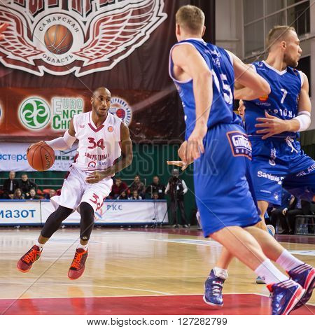 Bc Krasnye Krylia Guard Bracey Wright (34), With Ball, Is On The Attack