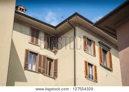 photo of a traditional Italian house in the town of Bergamo near Lake Como