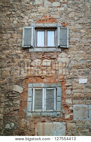 photo of a stone Italian facade in Bergamo Alta