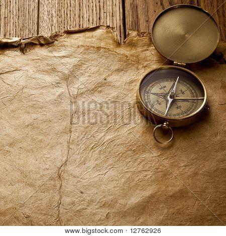 Close up View of the Compass auf Altpapier