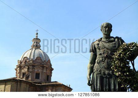 A picture of the most important roman emperor, Julius Caesar, along Va dei Fori Imperiali in Rome
