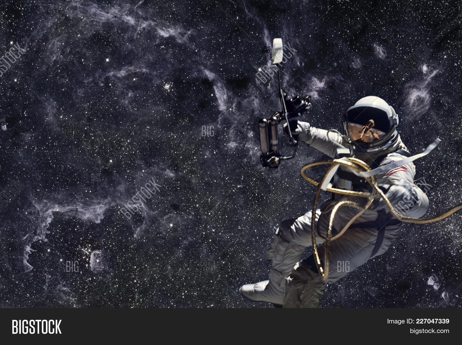 astronaut in deep space - photo #14