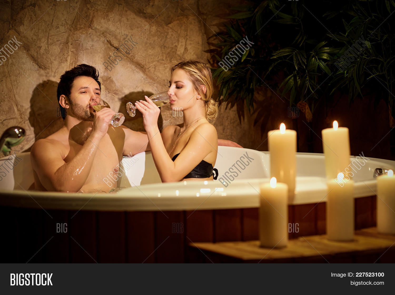 foto-naked-couples-making-love-in-a-hot-tub-warrior