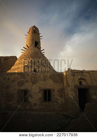 Exterior View To Al-qasr Old Town And Mosque In Dakhla Oasis, Egypt