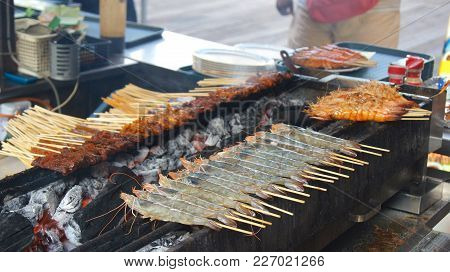 Singapore - Apr 3Rd, 2015: Delicious Tasty Skewers Of Chicken Cook Over Hot Coals In Singapore's Sat