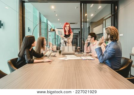 Western Business Woman Boss Meeting With Her Employees In Meeting Room And Sharing Ideas, , Multi Et