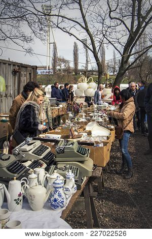 Berlin / Germany - March 27 2016: Ustomers Among Chinaware And Old Typewriters At The Mauerpark Sund
