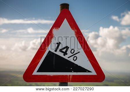 Sign: 14% Descent, Seen On The B6270 Road Between Kirkby Stephen And The Nine Standards Rigg, Cumbri