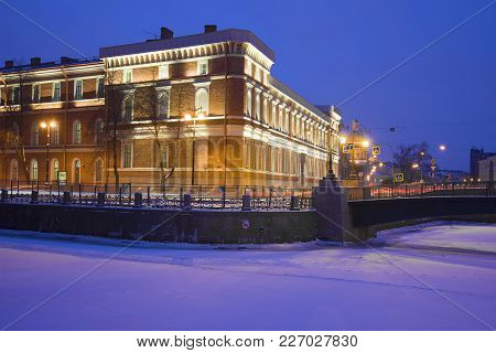 Saintt Petersburg, Russia - January 30, 2018: Evening Winter Twilight Near The Building Of The Centr