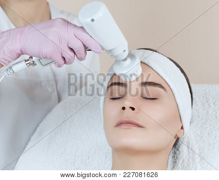 The Cosmetologist Makes The Apparatus  Procedure Of Hardware Face Cleaning With A Soft Rotating Brus