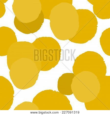 Messy Yellow Grunge Polka Dot. Grungy Dotted Seamless Pattern. Brush Strokes, Paint Splashes. Textur