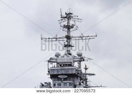 Mast Warship. The Lightning Arresters And Antenna Shortwave And Longwave Data. Marine Service.