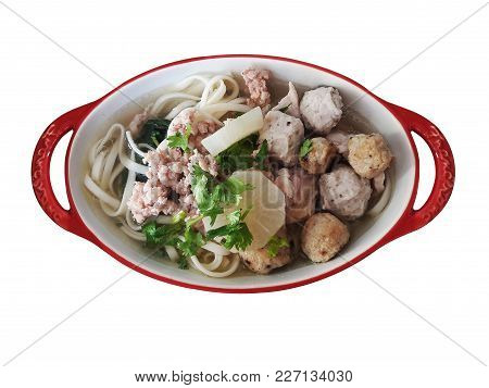 Noodle With Fish And Shrimp Balls And Grounded Pork In Chicken And Radish Soup