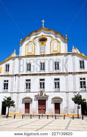 Church Of The College (igreja Do Colegio) In Republic Place, Portimao, Algarve, Portugal, Europe.